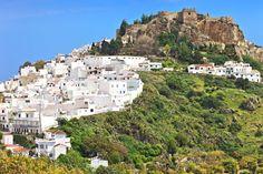 Situé sur le plus haut point de la ville, le château de Salobrena abritait la dynastie Nasride au XIVe siècle, mais on trouve des traces de son existence dès la Rome antique. © Fulcanelli