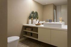 Casa de banho social: Casas de banho modernas por Traço Magenta - Design de Interiores