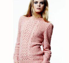 Le pull irlandais femme est tricoté en 'Laine Phil frénésie' coloris dragée. Ce modèle est réalisé au point d'astrakan, point fantaisie, et côtes 1/1.Modèle tricot n°15 du catalogue 110 : Femme, Automne/Hiver 2014-2015
