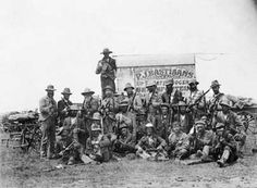 Boere saam met De la Rey,  Colesberg omgewing. Native American Men, Free State, African History, Old Pictures, South Africa, British, Military, War, Army