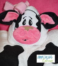 Cow Face and Spots Applique Design how long will it take for Abby to see this ? Hand Embroidery Projects, Baby Embroidery, Machine Embroidery Designs, Sewing Crafts, Sewing Projects, Cow Face, Cow Pattern, Burp Cloths, Burp Rags