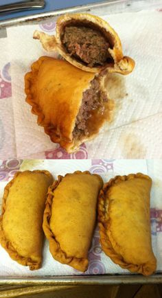 I have made these they taste so good and you … Fleischkuechle (German Meat Pies). I have made these they taste so good and you can freeze them for later. German Meat, Meat Recipes, Cooking Recipes, European Cuisine, European Dishes, Good Food, Yummy Food, Meat Pies, German Recipes
