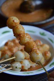Diah Didi's Kitchen: Resep Dan Foto Cilok..Baru..^^ Kitchen Recipes, Cooking Recipes, Diah Didi Kitchen, China Food, Indonesian Food, Nom Nom, Food And Drink, Snacks, Meat