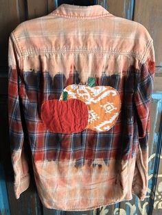 Bleach Shirt Diy, Shirt Refashion, Diy Shirt, Clothes Refashion, Gebleichte Shirts, Fall Shirts, Flannel Shirts, Shabby Chic Outfits, Diy Clothing