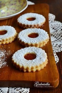 Gabriella kalandjai a konyhában :): A legomlósabb linzer Hungarian Cuisine, Hungarian Recipes, Bakery Recipes, Cooking Recipes, No Bake Desserts, Delicious Desserts, Hotel Breakfast Buffet, Torte Cake, Winter Food