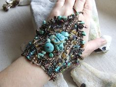 Hand jewelery