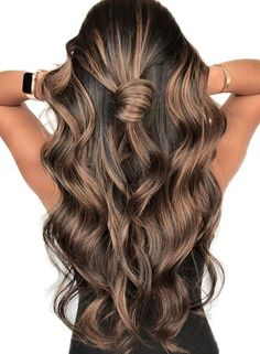 Consider opting for Spring Hair Color For Brunettes Balayage next time you color your hair. A technique that's become more and more popular, hair color 10 Latest Hottest Spring Hair Color For Brunettes Balayage Brown Hair Balayage, Brown Hair With Highlights, Hair Color Balayage, Brown Hair Colors, Ombre Hair, Balayage Hair Brunette Caramel, Balayage Highlights Brunette, Honey Balayage, Hair Chart