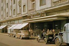Bucureşti În fața Hotelului Athénée Palace, octombrie 1957 foto:John Tuzo Wilson Europe Eu, Little Paris, Bucharest Romania, Old City, World Cultures, Barbershop, Homeland, Old Town, Old Photos