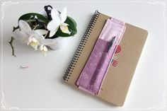 Puzdro na perá / Notebook pen holder - free pattern Free Pattern, Notebook, Tableware, Dinnerware, Tablewares, Sewing Patterns Free, Dishes, The Notebook, Place Settings