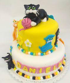 Kočky, dětský dort pro naše milé malé zákazníčky. www.cukrovi-kuncovi.cz Birthday Cake, Desserts, Food, Tailgate Desserts, Deserts, Birthday Cakes, Essen, Postres, Meals