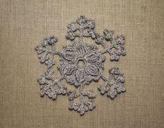 Flocon de neige au crochet - grand flocon - décoration de Noël - suspension, applique, napperon, couture, coiffure, : Accessoires de maison par tara-bleiz