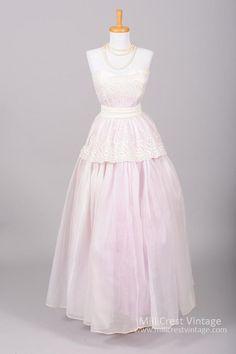 1950 Lavender Organdy Vintage Wedding Gown from Mill Crest Vintage Vintage 1950s Dresses, Vintage Wear, Vintage Outfits, Vintage Wardrobe, Vintage Style, 1950s Fashion, Vintage Fashion, Bridal Gowns, Wedding Gowns