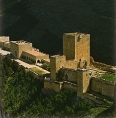 Al-Andalus ( الأندلس ) - Castle of Santa Catalina (Jaén) Andalusia, Spain The… Castle In The Sky, Castle Ruins, Medieval Castle, Walled City, Beautiful Castles, Fortification, Spain And Portugal, Romanesque, Moorish