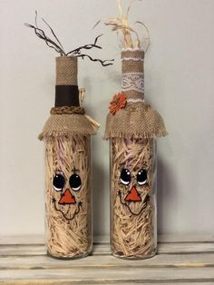 Fall/Halloween Decor Set comes with 2 finished bottles. Message if you would like to change to only 1 bottle, or if you would like an additional bottle Costume Halloween, Fall Halloween, Halloween Crafts, Holiday Crafts, Halloween Wine Bottles, Glass Bottle Crafts, Bottle Art, Wine Craft, Dollar Tree Crafts