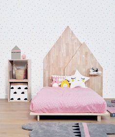 Bett mit Kopfteil in der Form eines Hauses #deko #kinderzimmer #dekoration #dekorationsidee