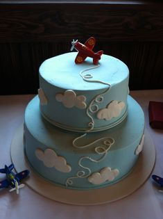 New cake designs anniversaire baby shower Ideas Airplane Baby Shower Cake, Baby Shower Cupcakes For Boy, Cupcakes For Boys, Baby Shower Desserts, Baby Shower Themes, Baby Boy Shower, Airplane Cakes, Airplane Party, Shower Ideas