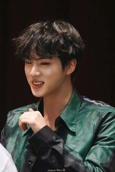 Please protect the precious smol bean💜 Seokjin, Kim Namjoon, Kim Taehyung, Jung Hoseok, Jimin, Bts Jin, Bts Bangtan Boy, Foto Bts, K Pop
