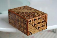 箱根寄木細工 Hakone Yosegi Aesthetic Objects, Hakone, Puzzle Box, Jewel Box, Wooden Boxes, Wood Crafts, Decorative Boxes, Woodworking, Traditional