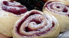>>>Brombeer-Pudding-Hefeschnecken im Omnia Campin Backofen im Wohnmobil zubereiten. Saftige Füllung aus sahnigem Pudding und Brombeeren.