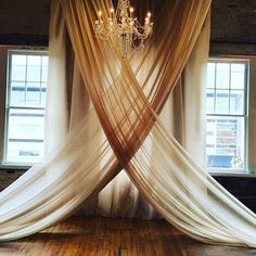 This stunning backdrop can make any plain room elegant ⠀ Inspiration: @brides