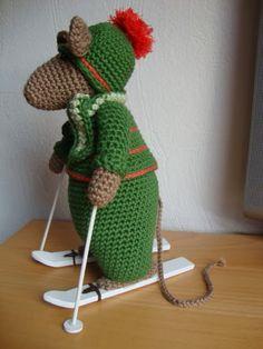 Deze muis is klaar voor de wintersport, bij deze wens ik jullie fijne feestdagen en een gezond 2014. Groetjes Gerrie.