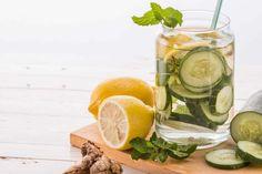 Les 25 meilleures recettes à faire avec votre extracteur de jus   Bonheur et santé Cocktails, Drinks, Kefir, Fresh Rolls, Cantaloupe, Cucumber, Cleanse, Juice, Food And Drink