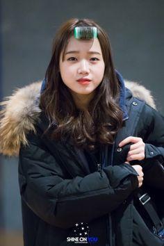 She's so adorable omg Ioi Members, Jung Chaeyeon, Choi Yoojung, Kim Sejeong, Hong Jisoo, Jeon Somi, Kpop Outfits, Korean Actresses, Ulzzang Girl