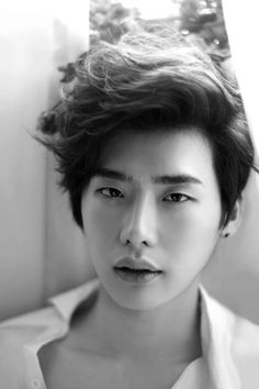 Lee Jong Suk is so attractive, but you would never know what a weepy sweetheart he is. Ugh, what a peach.