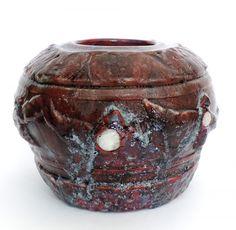 Vaso em ceramica assinada Emille Gallé Nancy, alt 16 cm, larg 21 e bocal com 9cm diam. Decorado com