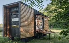 Trenden med små huse har taget verden med storm, og det er meget forståeligt, når man ser, hvor meget det egentlig er muligt at hive ud af de klejne kasser. Se bare på Alpha Tiny House.