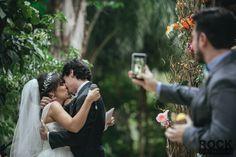 Pode beijar o noivo!
