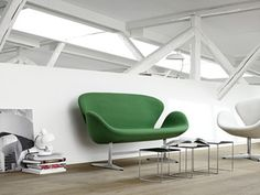 We love this green version of the Swan™ sofa by Arne Jacobsen. Upholstery textile: Tonus by Kvadrat