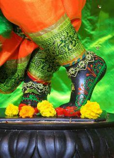 Radha Rani, Krishna Radha, Lord Krishna, Shri Ganesh Images, Bunny Quotes, Ashok Kumar, Wall Panel Design, Good Morning Inspirational Quotes, Krishna Wallpaper