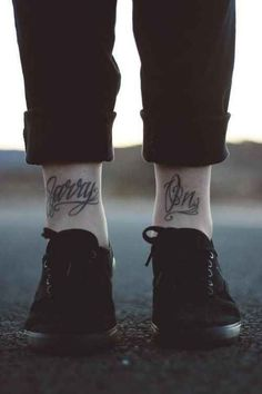 Ankle Tattoos like you've NEVER seen them. These are the hottest ankle tattoos out there. See who's currently the top ankle tat artist working today. Front Ankle Tattoos, Ankle Tattoo Men, Ankle Tattoo Designs, Shin Tattoo, Tattoo Bein, Get A Tattoo, Tattoo Shop, Word Tattoos, Leg Tattoos