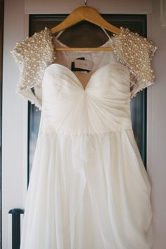 Modern Rhode Island Wedding by Alexandra Roberts Read more - www. Wedding Shrug, Wedding Jacket, Wedding Bride, Wedding Gowns, Wedding Wishes, Wedding Ceremony, Bridal Looks, Bridal Style, Outfit