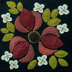 Applique laine MOTIF BOM &/ou KIT «Trille rouge «6 x 6 bloc 1 de 24 «quatre saisons de fleurs» quilt mural table runner teinté à la main laine