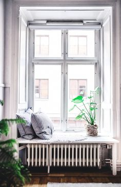 The apartment is 61 sq. - Being determines consciousness Window Benches, Gravity Home, Style Deco, Interior Windows, House Windows, Scandinavian Home, New Room, Interior Inspiration, Living Room Decor
