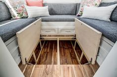 Unique Storage Ideas For Your Tiny House - decorisme There's a whole . Unique Storage Ideas For Your Tiny House – decorisme There's a whole lot of space un Tiny House Layout, Tiny House Design, House Layouts, Best Tiny House, Tiny House Plans, Tiny House On Wheels, Tiny House Storage, Camper Storage, Small Storage