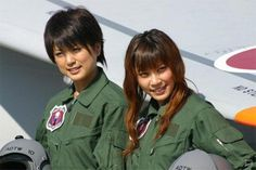 Японкам разрешили пилотировать истребители и военные вертолеты