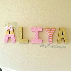 Pink and gold #minniemouse 8 inch letter set on display! Www.ittybitsdesigns.com for pricing and orders