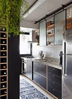 This kitchen keeps it light with opaque glass sliding cabinet doors. This kitchen keeps it light with opaque glass sliding cabinet doors. Rustic Kitchen Design, Interior Design Kitchen, Kitchen Industrial, Modern Retro Kitchen, Kitchen Designs, Kitchen Furniture, Kitchen Decor, Zen Kitchen, Glass Kitchen