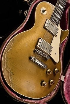 Easy Tips To Learning The Guitar. Anyone can benefit from learning the guitar. No one is born knowing how they can play. As you begin learning to play, you will constantly be improving your Gibson Les Paul, Gibson Lp, Gibson Guitars, Fender Guitars, Prs Guitar, Music Guitar, Guitar Amp, Cool Guitar, Acoustic Guitar