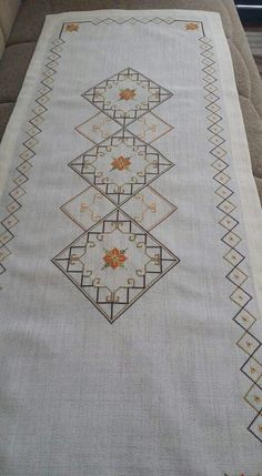 This Pin was discovered by Fyz Cross Stitching, Cross Stitch Embroidery, Embroidery Patterns, Cross Stitch Boards, Cross Stitch Tree, Cross Stitch Pattern Maker, Cross Stitch Patterns, Swedish Weaving, Crochet Flower Tutorial