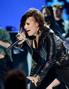 Demi Lovato performing Really Don't Care at the 2014 Teen Choice Awards