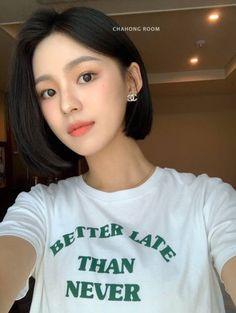 Korean Short Haircut, Short Blunt Haircut, Iu Short Hair, Asian Short Hair, Asian Hair, Short Bob Hairstyles, Short Hair Cuts, Girl Hair Colors, Hair Color Streaks