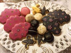Ich mag diese Vanillekekse sehr gern, ich finde, durch die Vanilleschote haben sie einen ganz besonderen Geschmack und die Kekse sehen total witzig aus mit ihren kleinen, schwarzen Vanillepunkte im Teig.