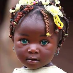 God Bless her. Look at her beautiful eyes. A little doll. Precious Children, Beautiful Children, Beautiful Babies, Beautiful People, Beautiful Person, Pretty Eyes, Cool Eyes, Amazing Eyes, Gorgeous Eyes