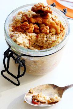 Apple & Cinnamon Overnight Oats. Gluten free, dairy free, vegan. Find the recipe on www.thelittlegreenspoon.com
