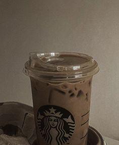 Cream Aesthetic, Aesthetic Coffee, Brown Aesthetic, Aesthetic Food, Coffee Love, Iced Coffee, Coffee Drinks, Bebidas Do Starbucks, Starbucks Drinks