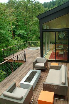 Hot tub built into second floor deck. Deck very close to back-facing woodlands. Patio Design, House Design, Concrete Design, Sunken Hot Tub, Haus Am Hang, Hot Tub Deck, Modern Deck, House Deck, Deck Railings